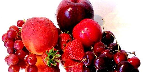 Аллергию могут дать продукты растительного происхождения, имеющие красный цвет разных оттенков