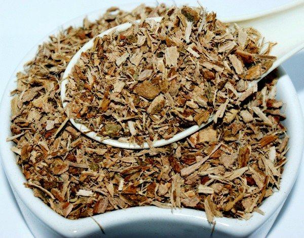Для лечения аллергического дерматита отлично подходит отвар из коры дуба