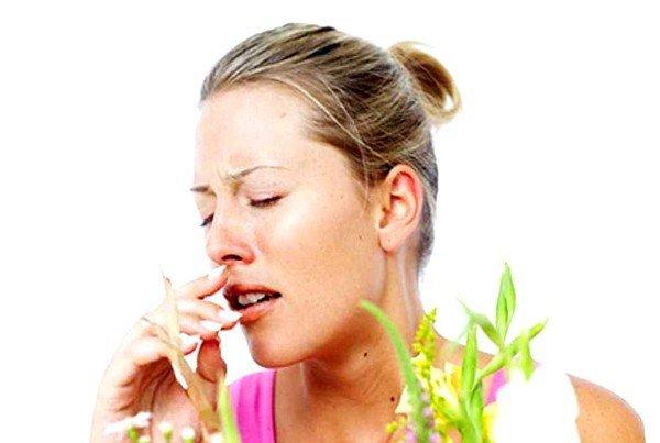 Частое чихание - один из симптомов аллергии