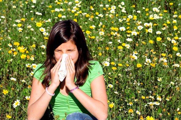 Поллиноз, как одна из разновидностей аллергических реакций, может возникнуть рядом с цветущими растениями