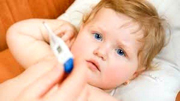При сыпи, не связанной с аллергией, возможно повышение температуры