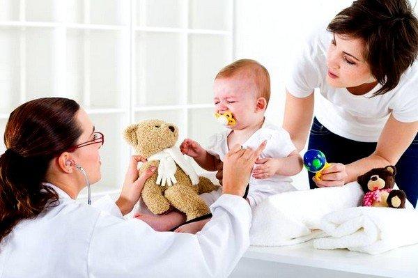 Прежде всего необходимо показать малыша педиатру, согласовать с ним схему лечения