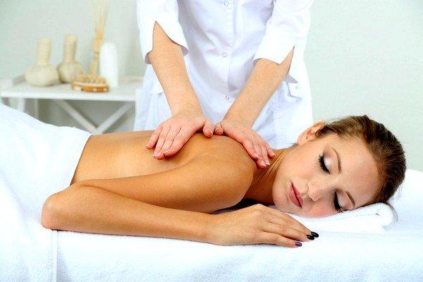 Комплексное лечение также можно дополнить лечебным массажем