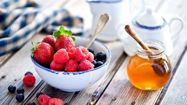 Сочетание мёда и малины – это отличное средство борьбы с простудными заболеваниями и кашлем