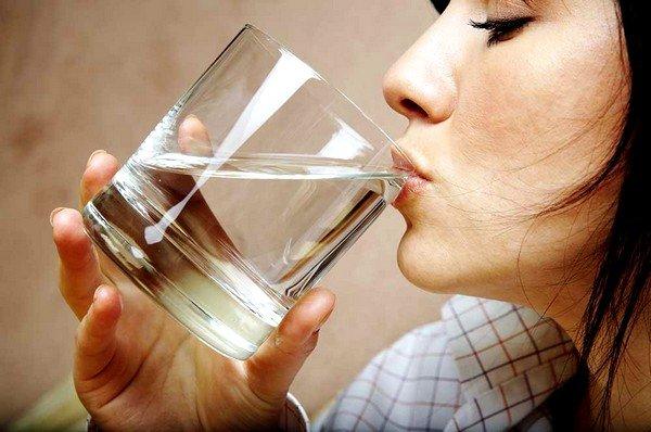 Обильное питье помогает разжижению мокроты