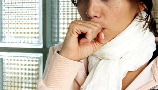 Женщина непременно должна обратиться к врачу, который установит причину возникновения кашля и назначит лечение