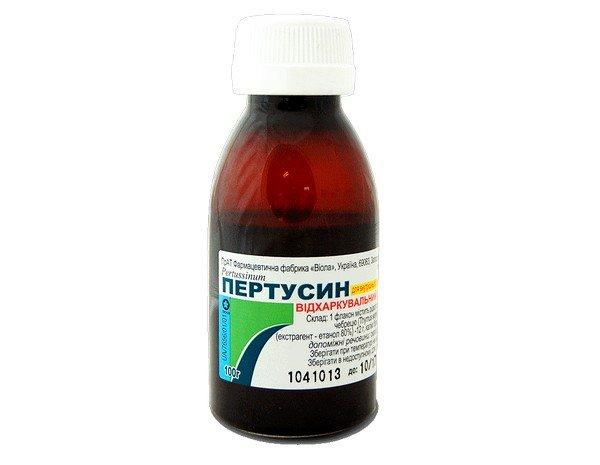 Затяжной кашель, который не проходит долгое время и вызван простудным заболеванием, может быть вылечен при помощи Пертусина