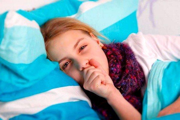 Сильный кашель и свистящее дыхание у ребенка может свидетельствовать о развитии отечного бронхита