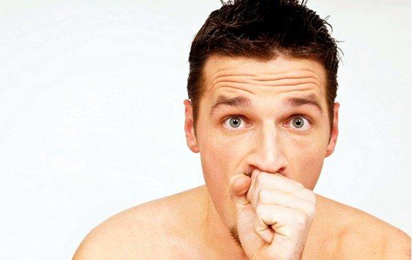 Сухой кашель проявляется при воспалении слизистых оболочек, а мокрый – при скоплении мокроты