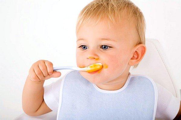 Причиной кашля может быть аллергия на прикорм