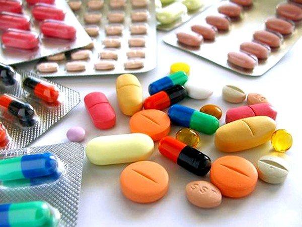 Лекарственные препараты в виде антибиотиков назначаются при развитии хронической или тяжёлой острой формы воспалительного процесса
