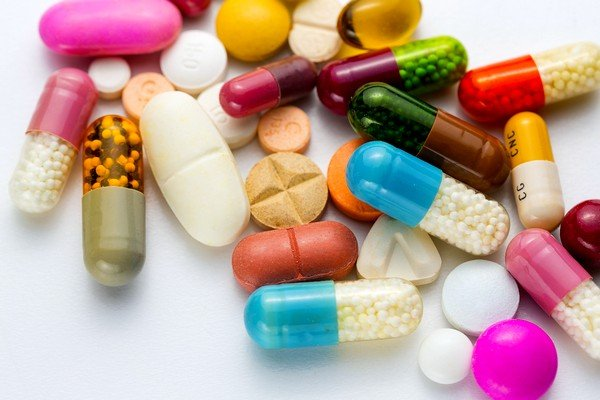 Если ребенок страдает аллергией, то нужно дать антигистаминное средство