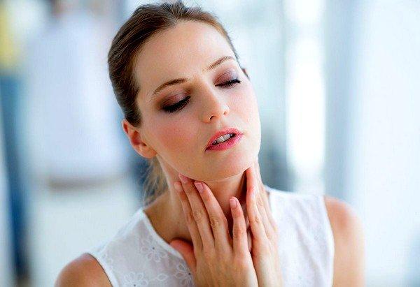 Проблемы с горлом часто становятся причиной появления кашля