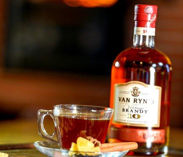 Чай с коньяком позволяет освободить бронхи от секреторных выделений