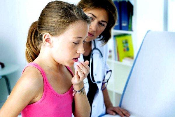 Физиологический кашель у ребенка возникает по нескольку раз в день с различной периодичностью и степенью интенсивности