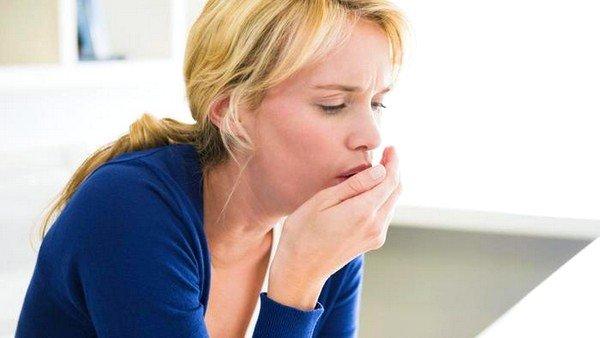 Сильно дерет горло и сухой кашель