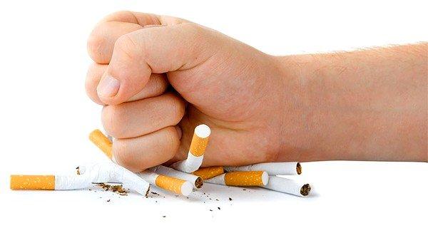Полностью бросить курить – это главное требование, которое нужно выполнить для избавления от приступов кашля