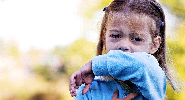 Для детей характерен кашель спастического характера, при котором возникают свисты и спазмы во время активных движений
