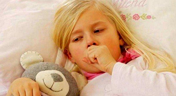 Хорошим средством при лечении кашля у маленьких детей являются водные настои