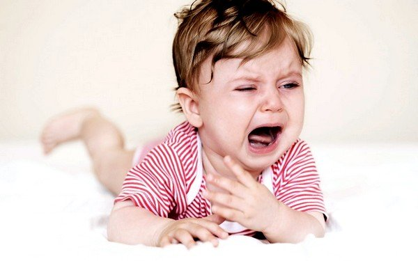 Только врач может точно сказать, как остановить лающий кашель у ребёнка ночью