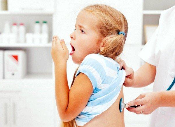Коклюш характеризуется приступами сухого кашля при повышении температуры тела до 37,5-39 градусов