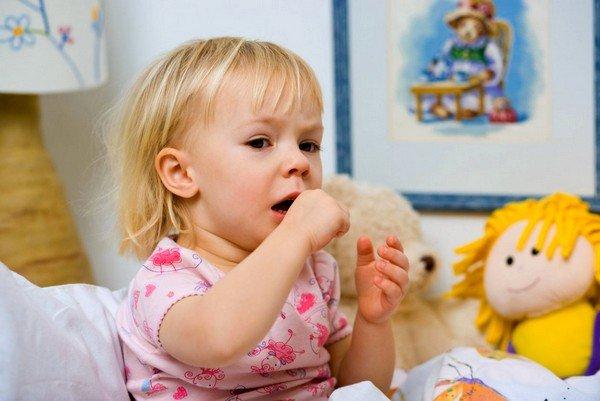 Флуимуцил для детей в форме сиропа обладает способностями переводить сухой кашель в продуктивную форму