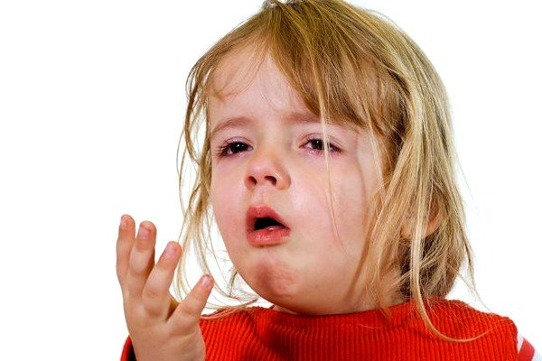 Специалисты рекомендуют обращать внимание на симптомы ложного крупа