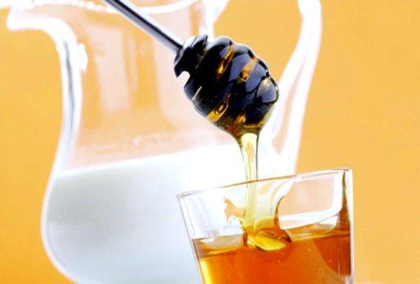 Наиболее популярным и действующим средством является молоко с медом
