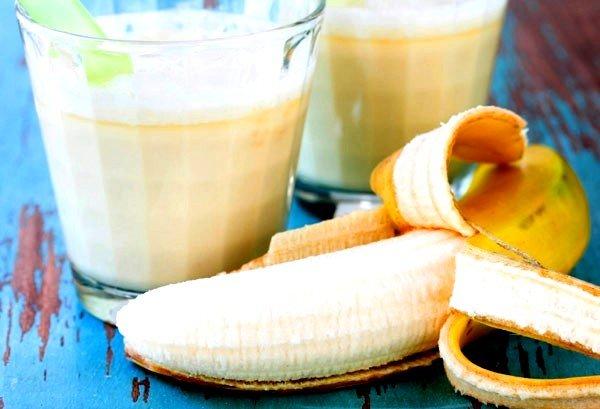 Банан с молоком рекомендуют при лечении кашля у грудных детей