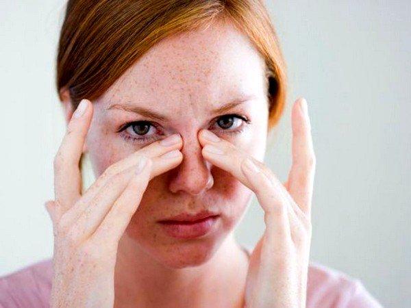 При наличии ЛОР-заболеваний часто возникает насморк