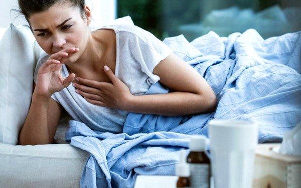 Длительные приступы кашля характерны для болезней верхних дыхательных путей, аллергических реакций