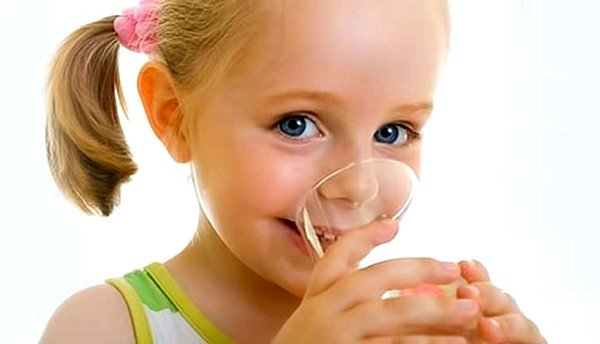 Обильное питье поможет уменьшить кашель