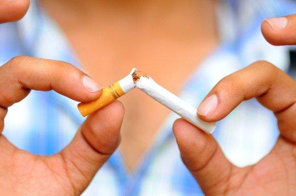 Полный отказ от курения - одна из мер профилактики бронхиальной астмы