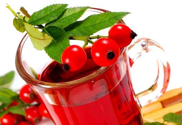 При пересыхании слизистой горла можно использовать теплое питье