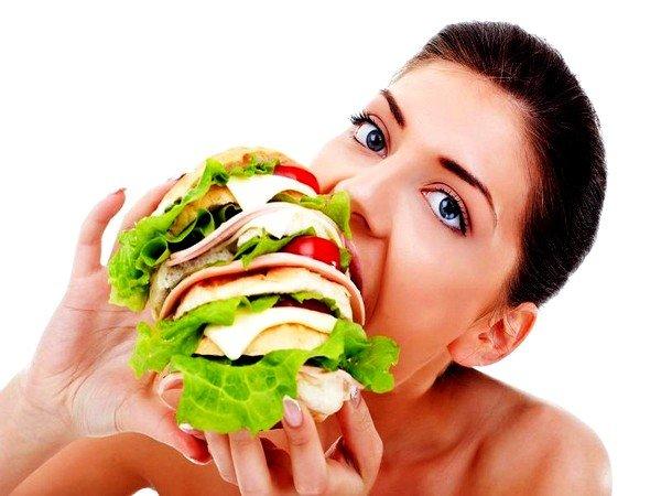 Переедание, курение и ужин незадолго до сна могут вызвать кашель