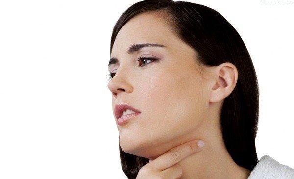 При ангине хорошим лекарством от кашля служит смесь настойки и глицерина