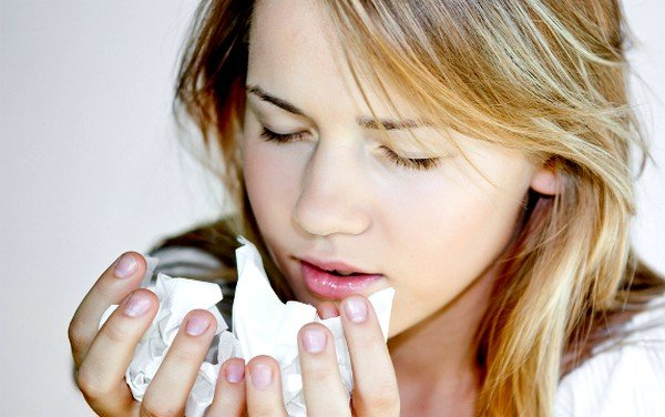 Причиной появления ночного кашля может быть рефлюкс – заброс кислого содержимого желудка в пищевод