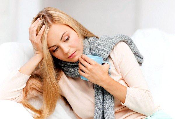 Препарат назначают при сухом кашле для лечения простудных заболеваний верхних дыхательных путей вирусной этиологии