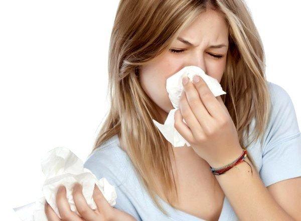 Со стороны органов дыхательной системы может развиваться ринорея