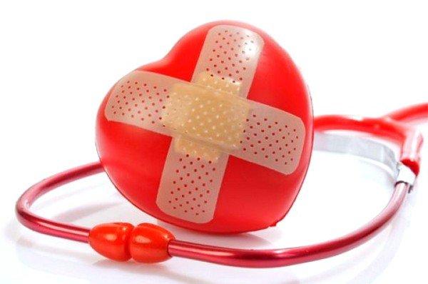 При сердечной недостаточности возникают застойные явления в лёгких, что влечёт за собой кашель