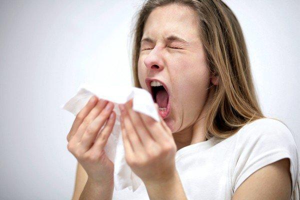 Аллергия может сопровождаться насморком