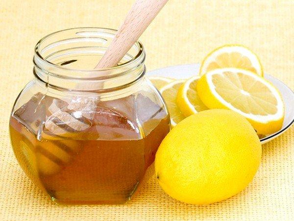 Смесь лимона, мёда и глицерина помогает при застарелом кашле