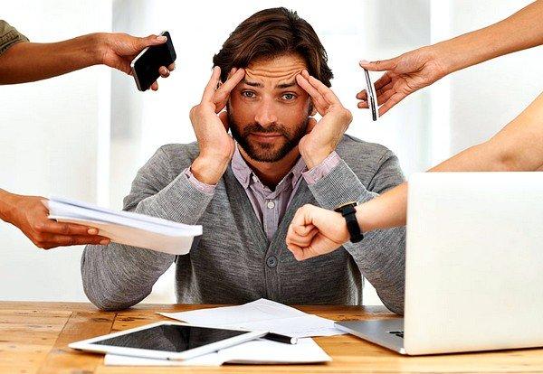 Нервный кашель может возникнуть при наличии проблем на работе или в личной жизни