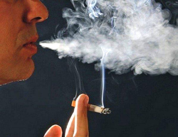 Табачный дым может вызывать кашель