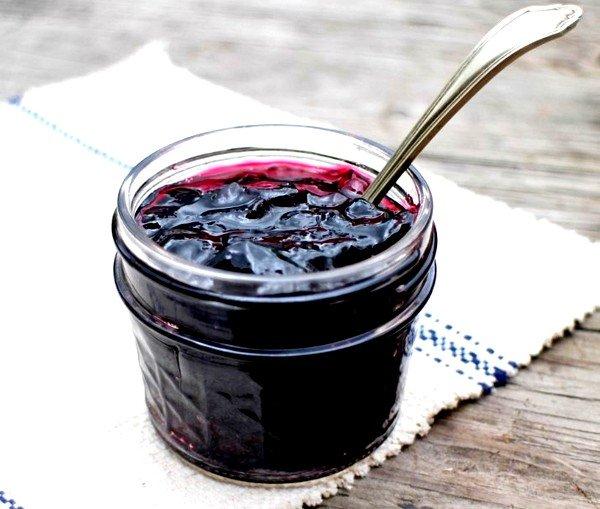 Варенье из черной смородины помогает при кашле