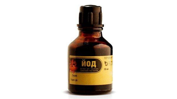 Наиболее популярное домашнее средство от кашля взрослым – это йодовая сетка на грудную клетку