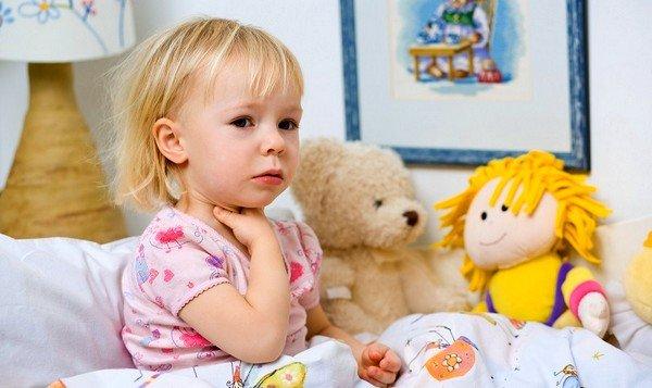 Если дети жалуются на першение в горле – это может быть остаточное явление после болезни