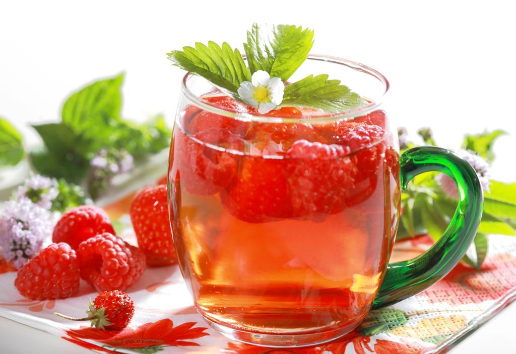 К традиционным нелекарственным методам лечения кашля после заболевания нижних дыхательных путей относится обильное питье травяных отваров и чаев