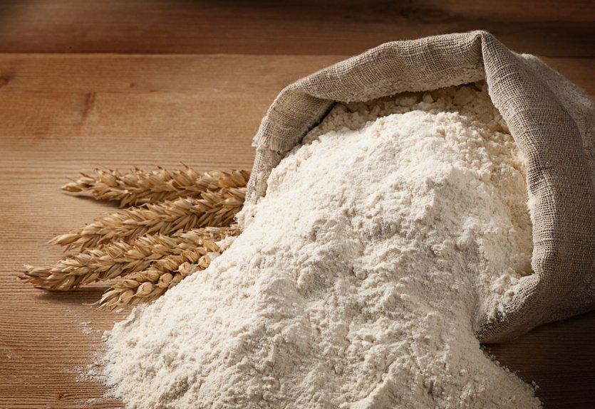 Мука используется для приготовления горчичной лепешки от кашля