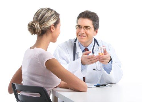 Существует перечень медицинских препаратов и лекарственных трав, которые находятся под строжайшим запретом в течение всего срока беременности